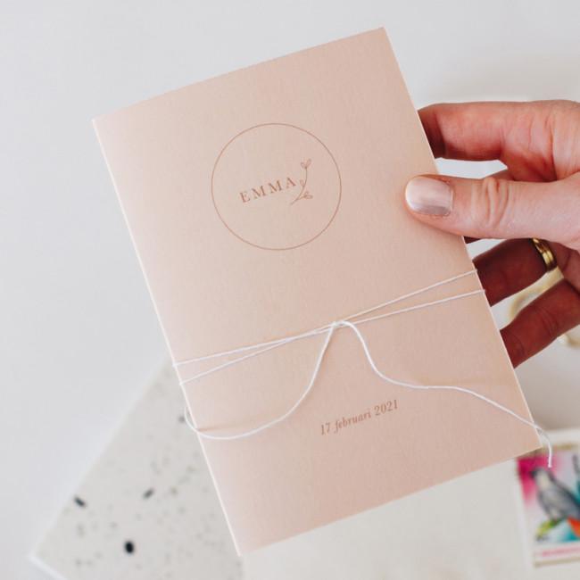 Geboortekaartje Pocketfold met naamlogo